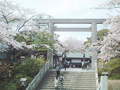 """Constructed in 1870, the Iseyama Kotai Shrine enshrines the Shinto sun goddess, Amaterasu-Omikami, and is often referred to as the """"Oise-san of the Kanto Region."""" The guardian deity of Yokohama where many people visit on New Year's Day, for cherry-blossom viewing, and so on."""