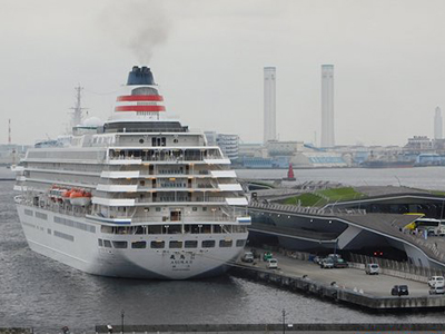The Osanbashi Yokohama International Passenger Terminal is a major port where foreign cruise ships dock during international cruises. With a maximum height of 70m and width of 15m, the steel construction was designed by Alejandro Zaera Polo and Farshid Moussavi (a UK-based architect).